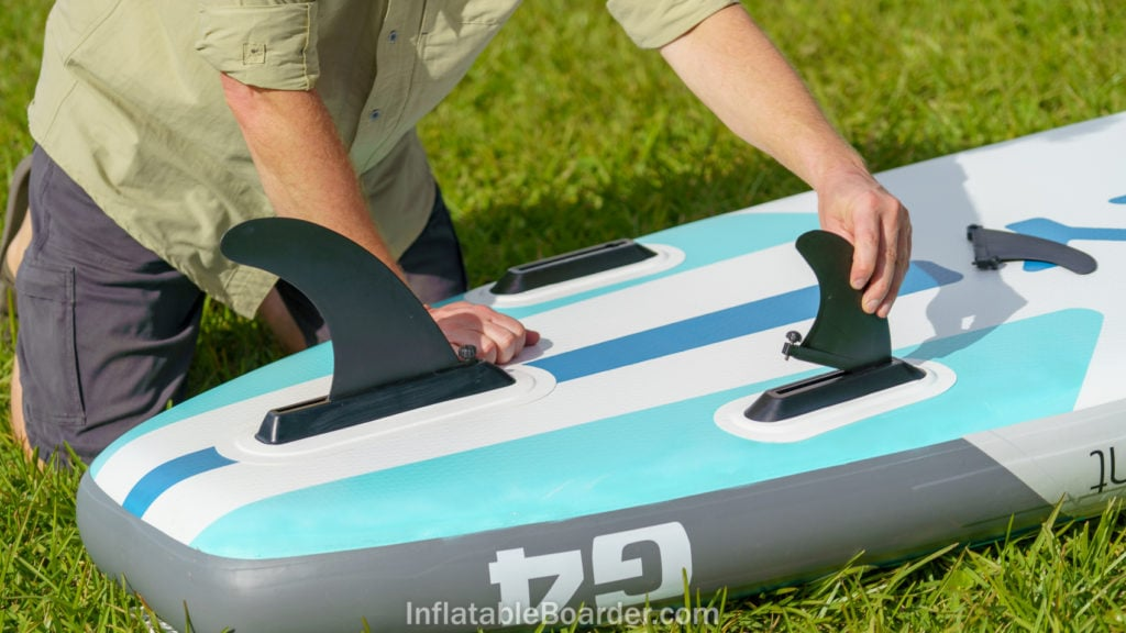 Attaching the large main US Fin Box fin and two side fins via the integrate quick screw mechanisms.