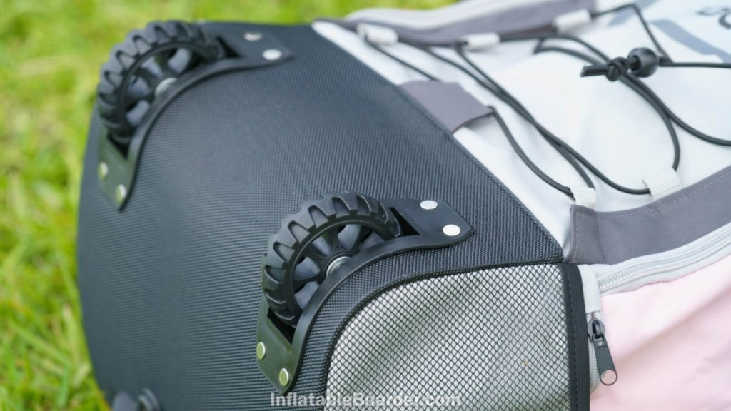 The two large wheels at the bottom of the bag are rugged.